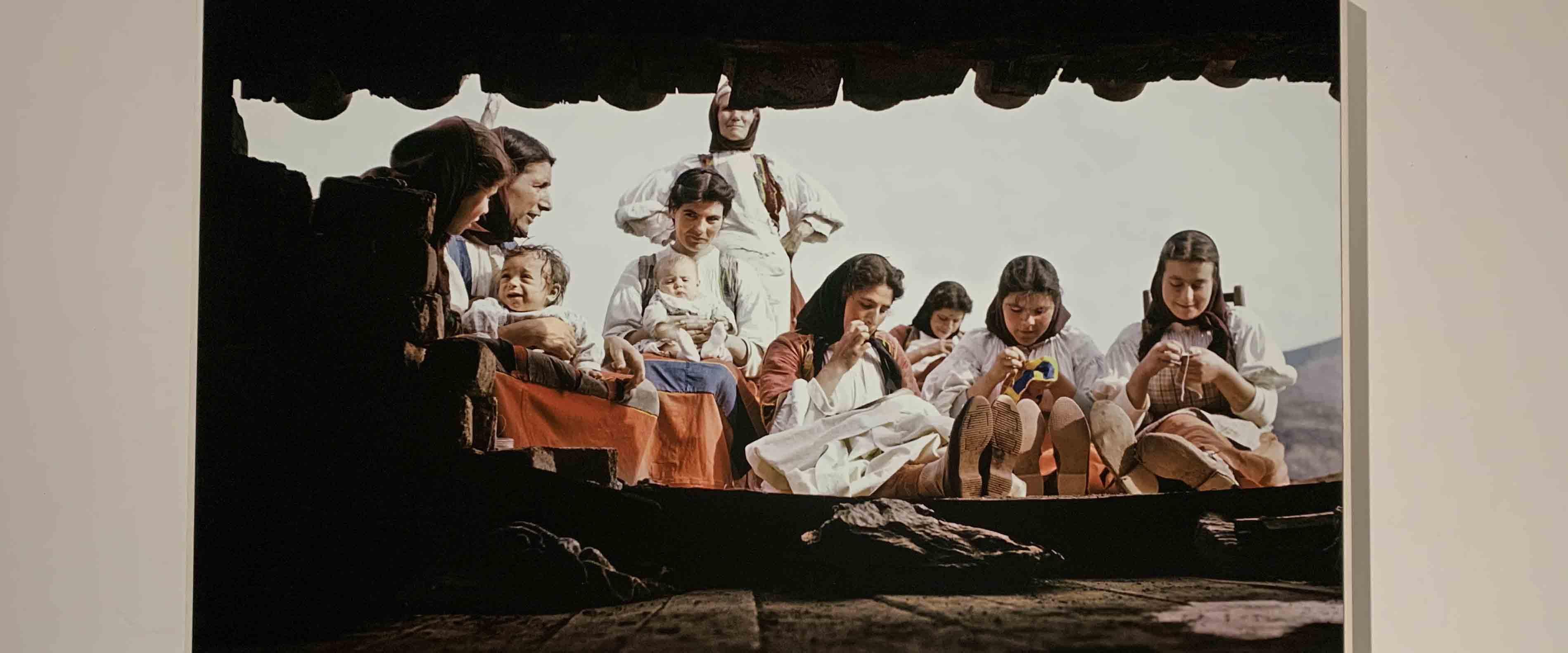Donne di Desulo, regine in abito tradizionale rosso